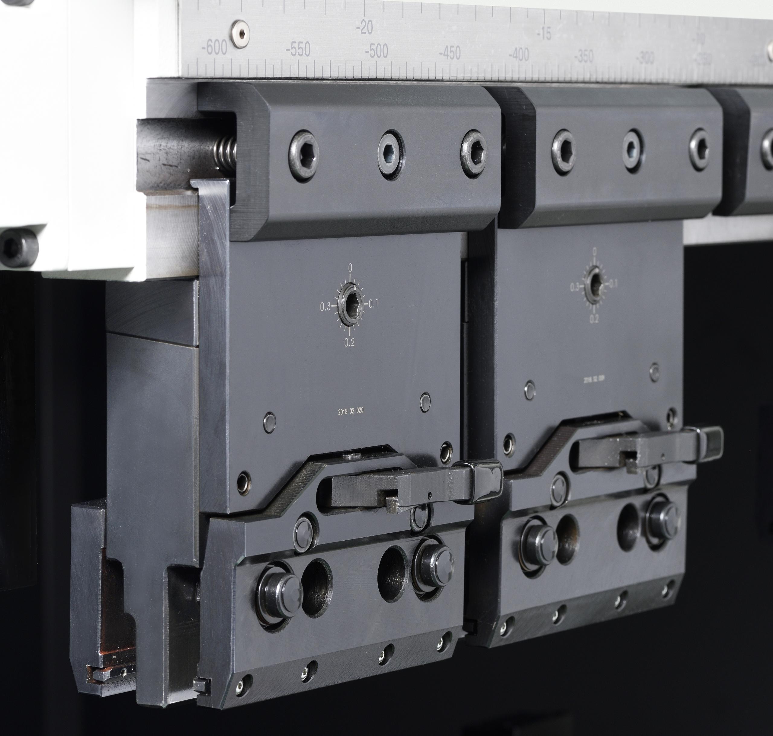 Система быстрого фронтального крепления гибочного инструмента MURATEC One touch clamp